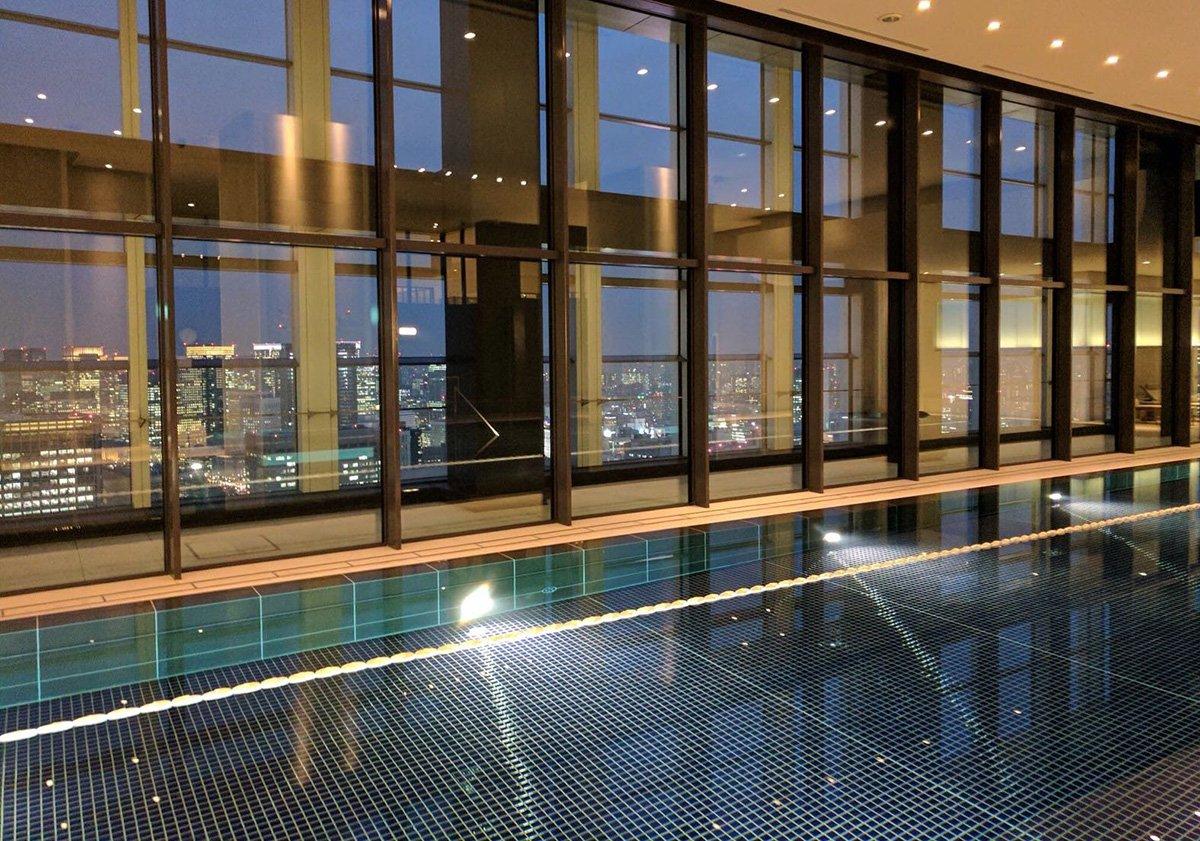 Piscina del hotel Andaz Tokyo